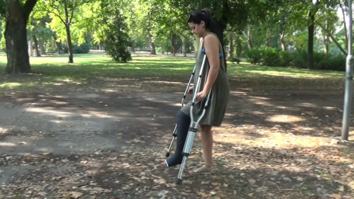 Timmi LLC - Crutching with underarm crutches in the park with my long leg cast - 15 min