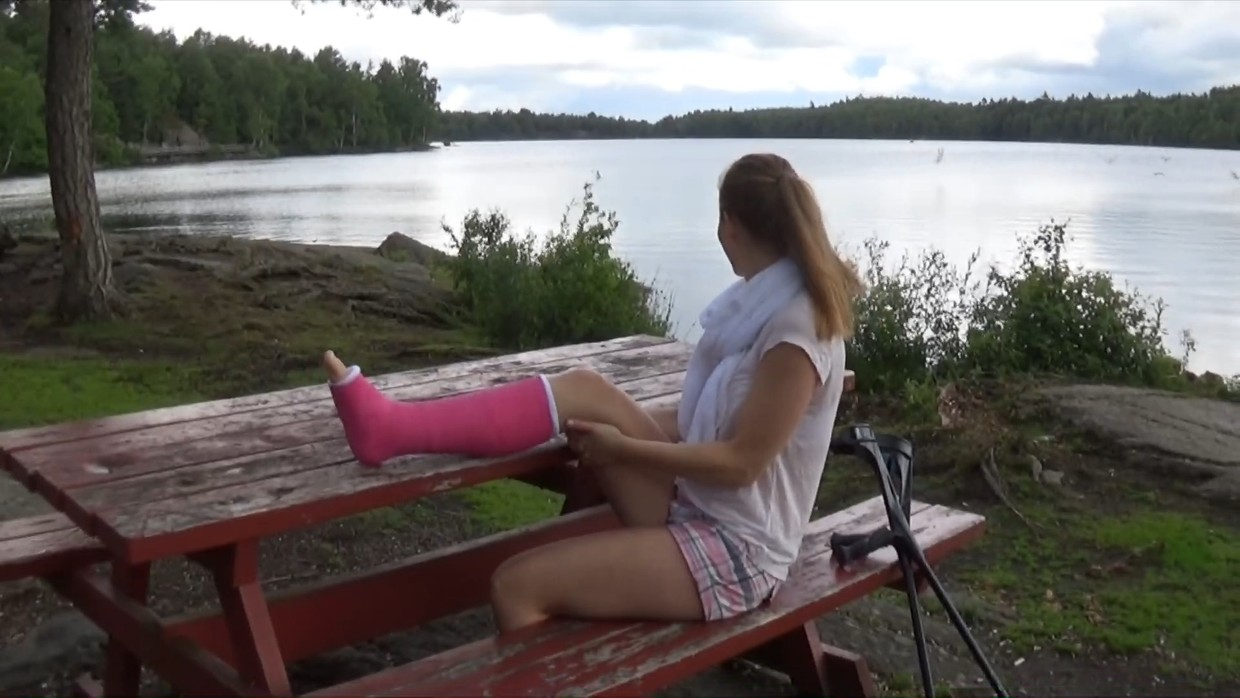 Melinda SLC - It is a nice summer afternoon and i crutch back from the sea in my cast - 12 min
