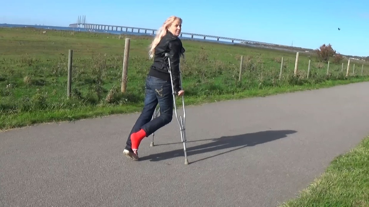 Alva 39 SLC - Crutching at the seawalk and gives you a chance to look at my cast - 12 min